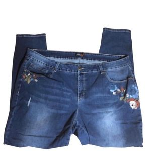 ROYALTY FOR ME FLORAL EMBROIDERED JEAN Sz. 12